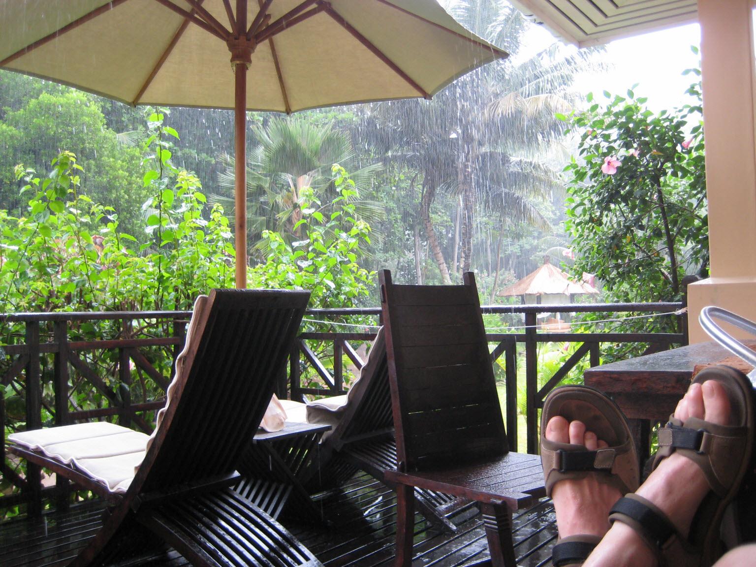Besser ist es, sich vor der Reise über die Regenzeit zu informieren.
